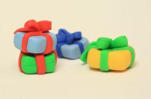 w-czasie-przygotowan-do-swiat-dzieci-zastanawiaja-sie-jakie-prezenty-przyniesie-im-mikolaj