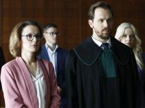 Tym razem, na prośbę nauczycielki, prawnik pomaga kobiecie, która została pozwana przez mężczyznę, który potrącił jej dziecko (fot. TVP)