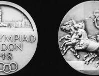 Takie medale były stawką zmagań olimpijczyków sprzed 64 lat (fot. Getty Images)