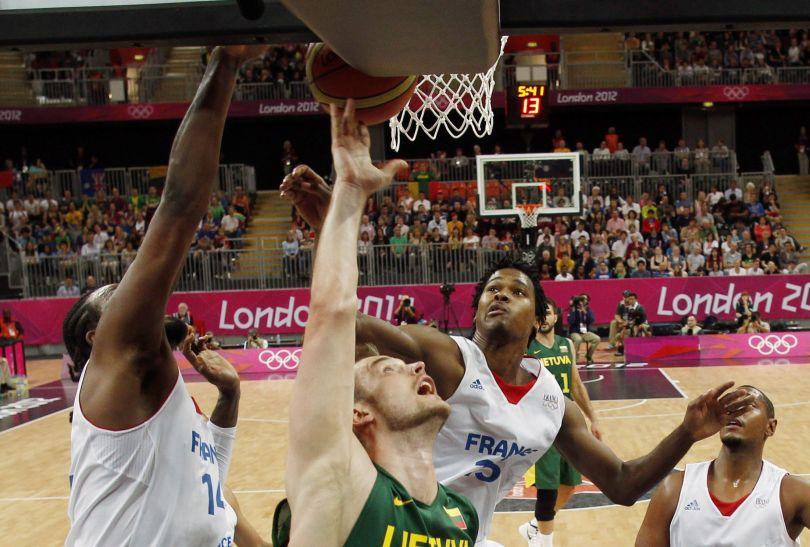 Po dwóch kwartach Francuzi przegrywali trzema punktami (fot. Getty Images)
