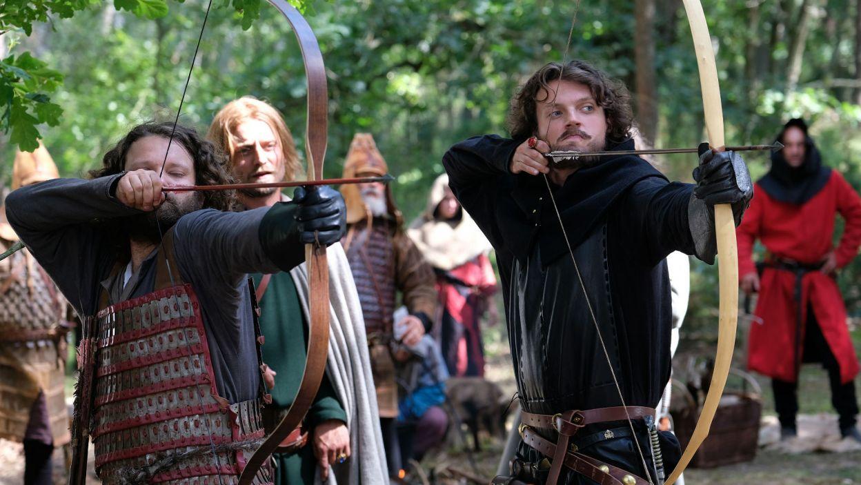 Obaj prężą przed sobą muskuły, chcą udowodnić, kto jest lepszym wojownikiem (fot. TVP)