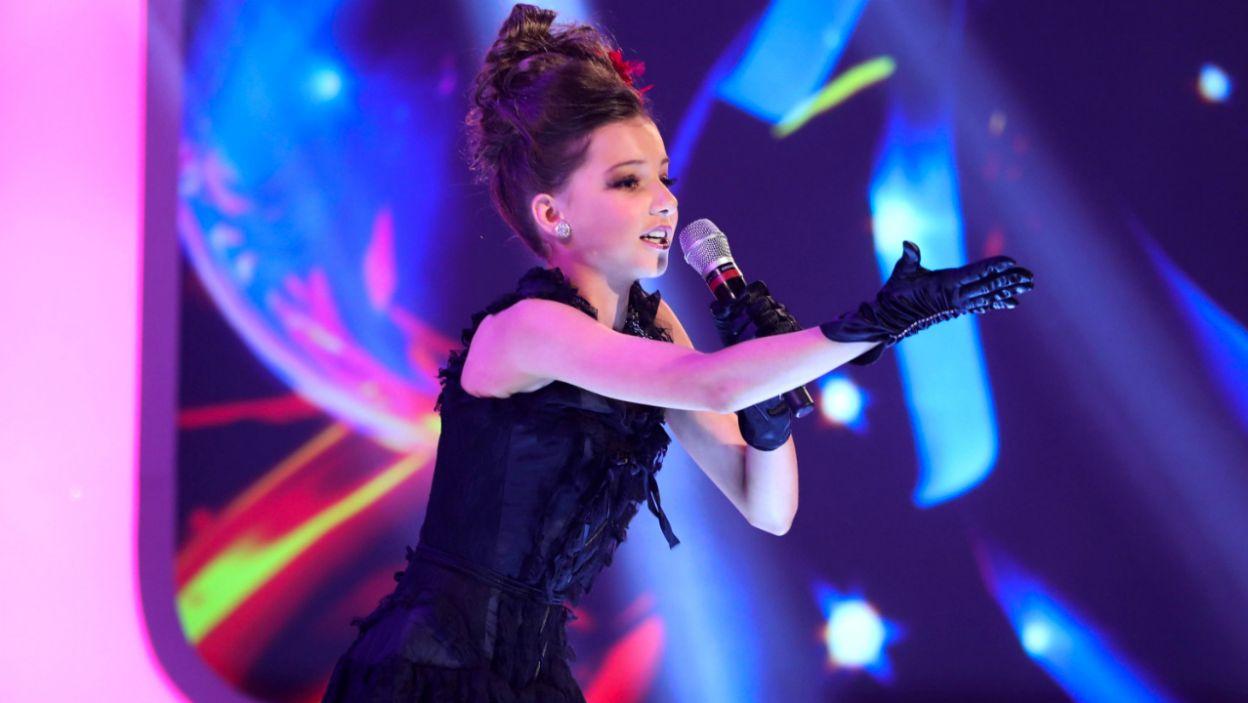"""13-letnia Anna Kearney z irlandii zaśpiewa w Gliwicach utwór """"Banshee"""" (fot. eurovision.tv)"""