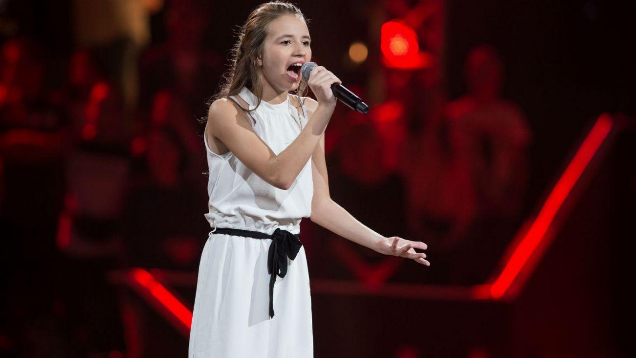 – Aniu, masz w sobie niesamowitą siłę w głosie – usłyszała młoda wokalistka tuż przed werdyktem (fot. J. Bogacz/TVP)