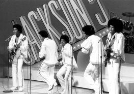 michael-jackson-miedzy-czernia-a-biela