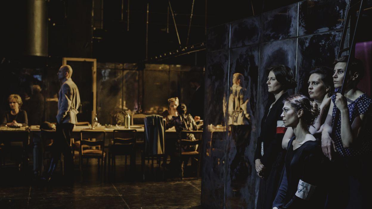 Sztuka w reżyserii Agnieszki Glińskiej, to adaptacja powieści Stanisława Dygata (fot. S. Loba/TVP)