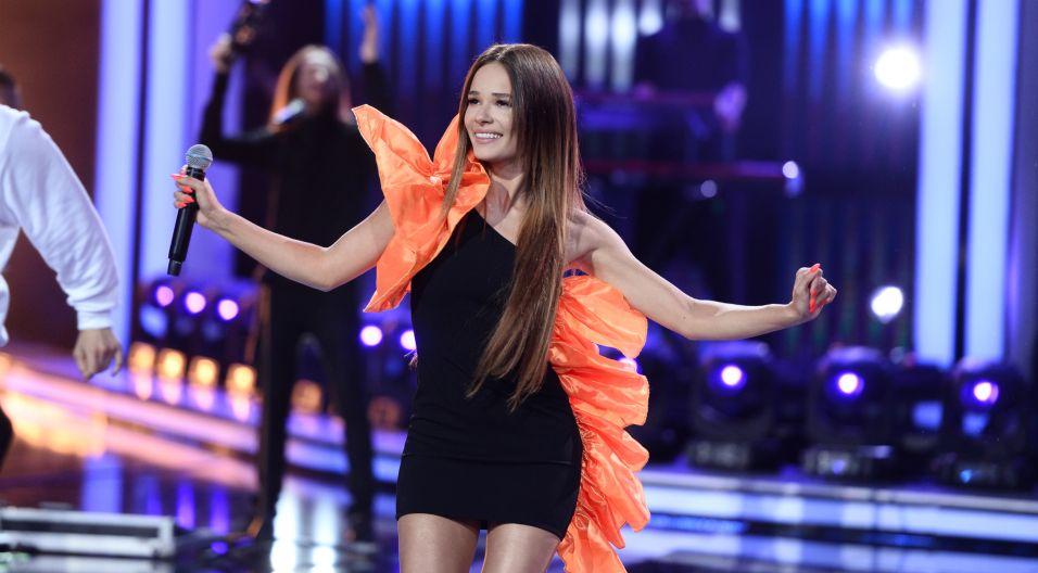"""""""Parasole"""" Natalii Szroeder idealnie wpasowały się w klimat niedzielnych koncertów (fot. J. Bogacz/TVP)"""
