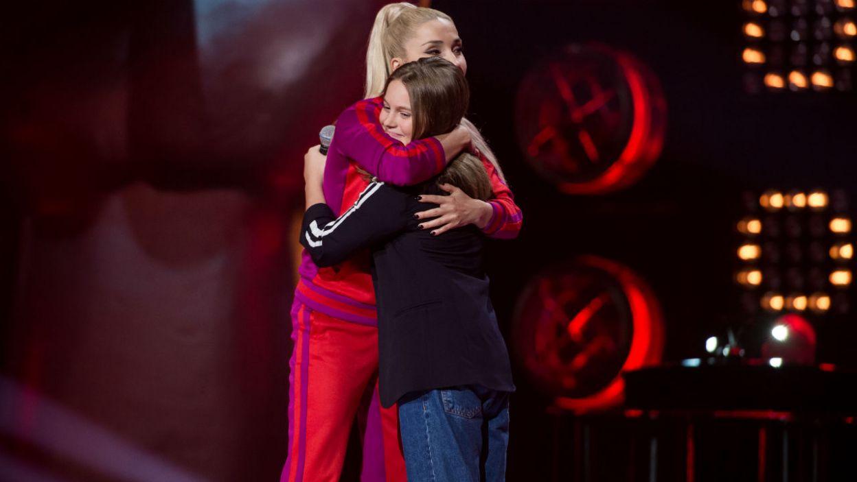 Młoda wokalistka wybrała drużynę Trenerki, mimo że o ten głos walczył także Dawid Kwiatkowski (fot. J. Bogacz/TVP)