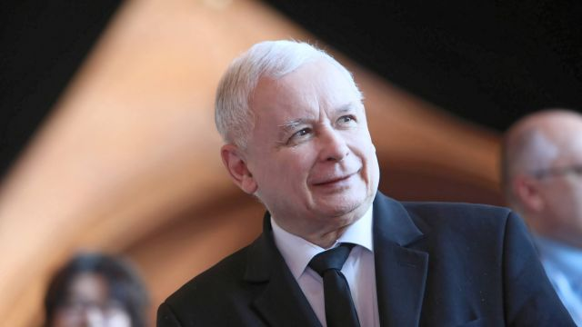 Polacy ufają Jarosławowi Kaczyńskiemu bardziej niż Donaldowi Tuskowi. Nowy sondaż
