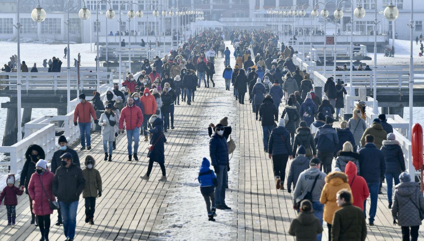 Trzecia fala epidemii w Polsce i najwięcej zakażeń od wielu tygodni (fot. PAP/Adam Warżawa)