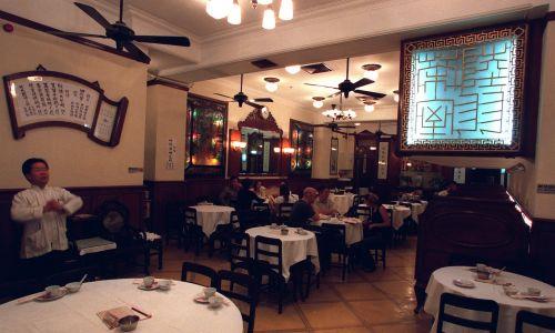 Restauracja jest znana ze swojego kolonialnego stylu. Fot. Antony Dickson/South China Morning Post via Getty Images