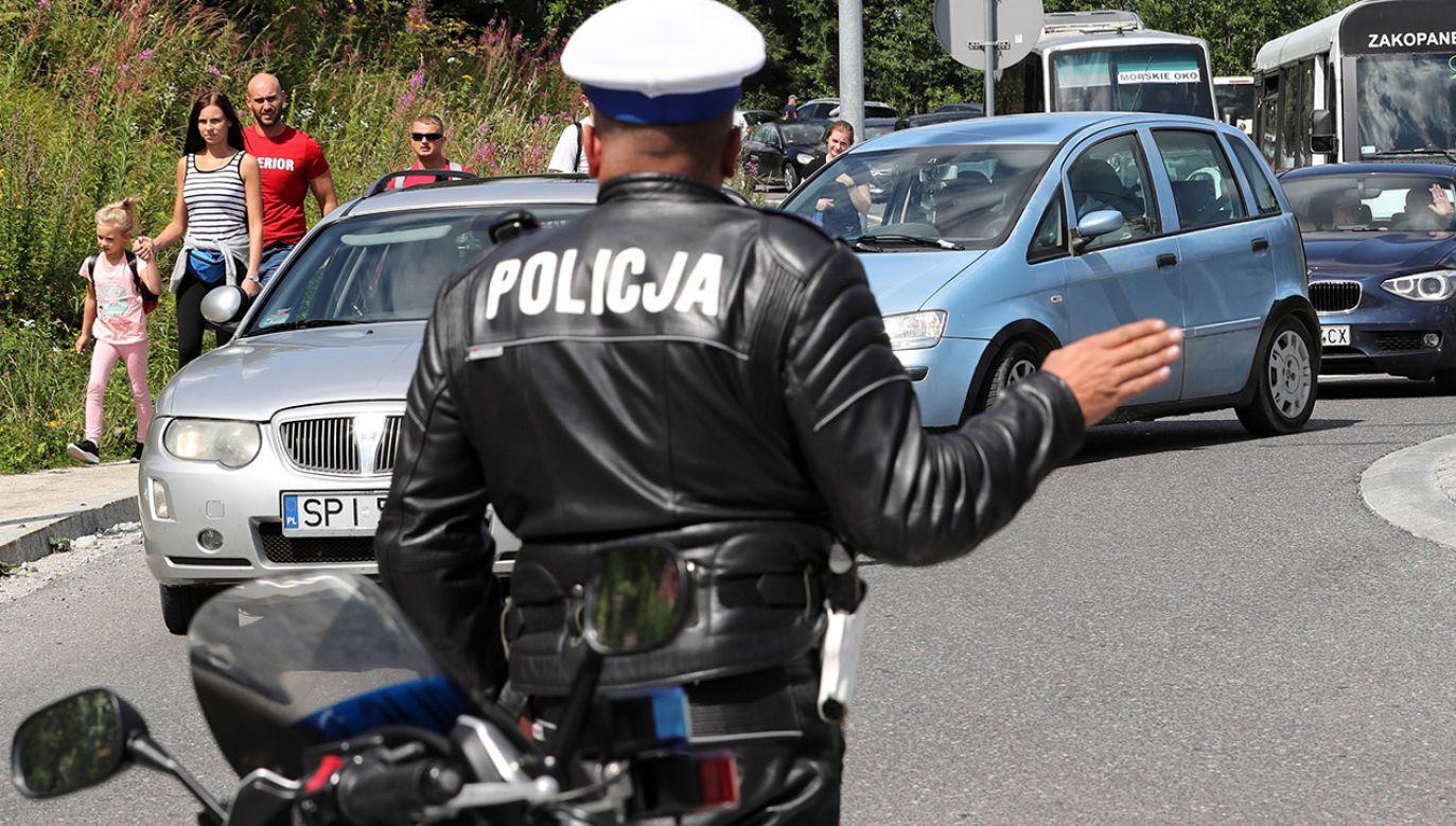 Policja apeluje o używanie GPS, co pozwoli ominąć korki i zmniejszyć stres (fot. PAP/Grzegorz Momot)