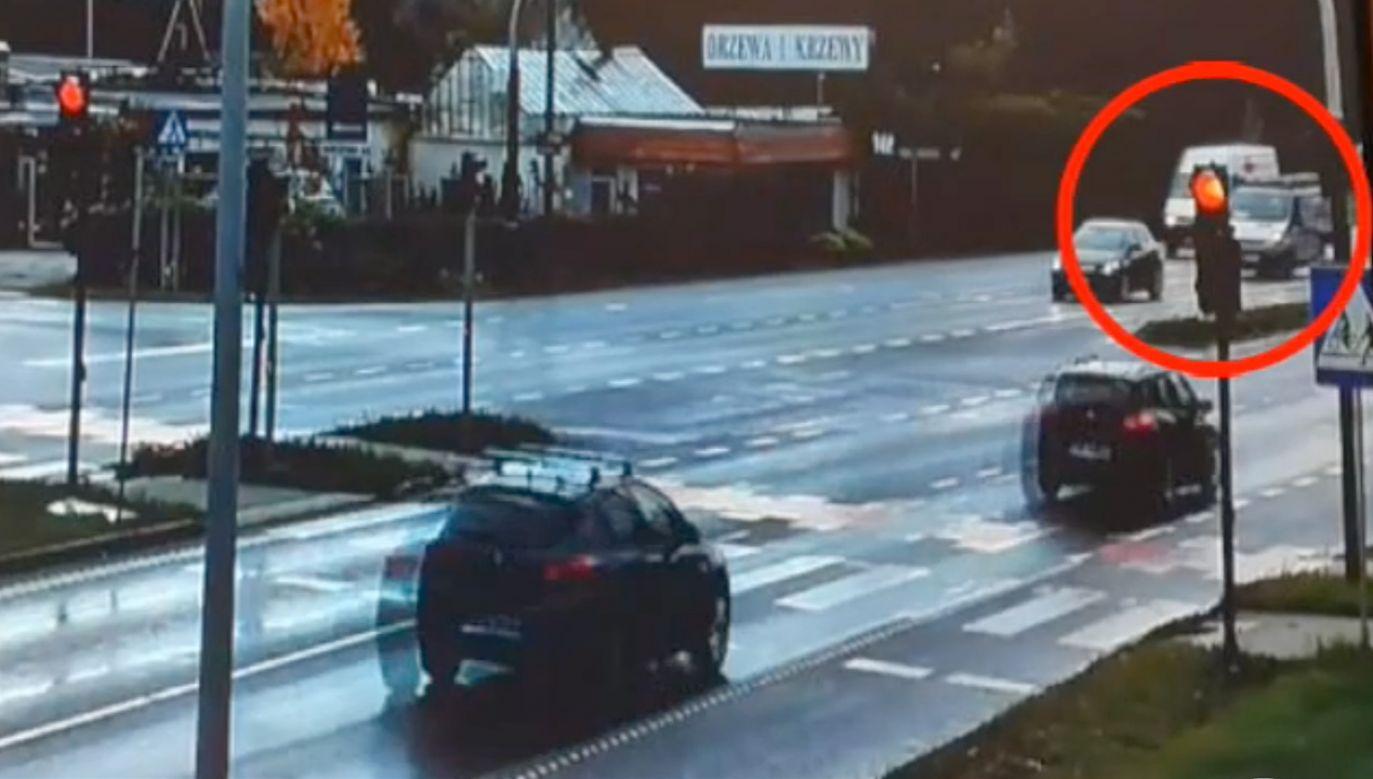 W nagraniu widać, że kierowcy wielokrotnie stwarzali zagrożenie w ruchu drogowym (fot. Policja kujawsko pomorska)