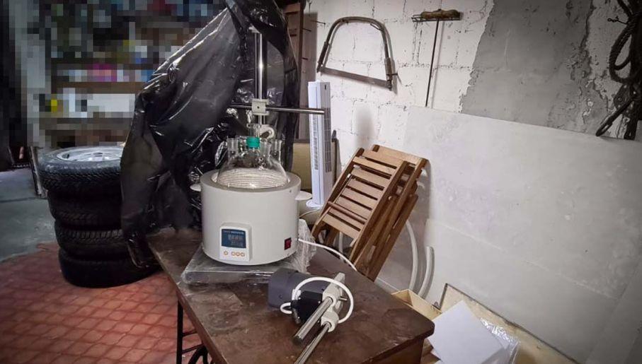 Wyposażenie narkotykowej fabryczki (fot. CBŚP)