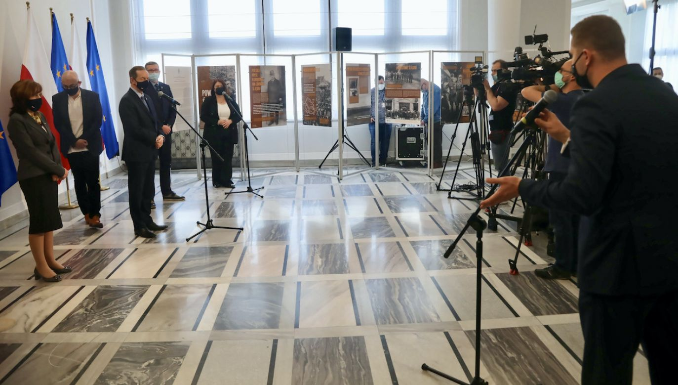 Grodzki nie powiedział, co ma do przekazania samorządowcom (fot. PAP/W.Olkuśnik)