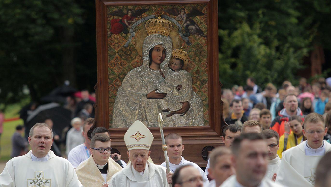 """Podczas objawień w Gietrzwałdzie Matka Boża przedstawiła się jako """"Niepokalanie Poczęta""""(fot. PAP/Tomasz Waszczuk)"""