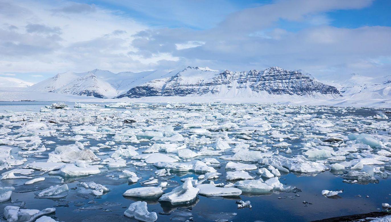 Przyspiesza proces topnienia lodowców (fot. GettyImages, zdjęcie ilustracyjne)