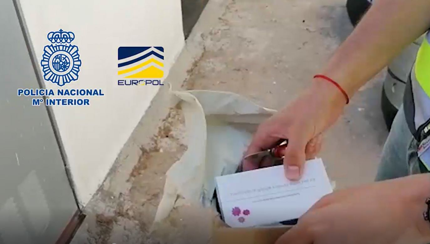 Szybkie testy na Covid-19 znalezione w hiszpańskim domu polskiego handlarza narkotykami (fot. CBŚP, Policía Nacional)