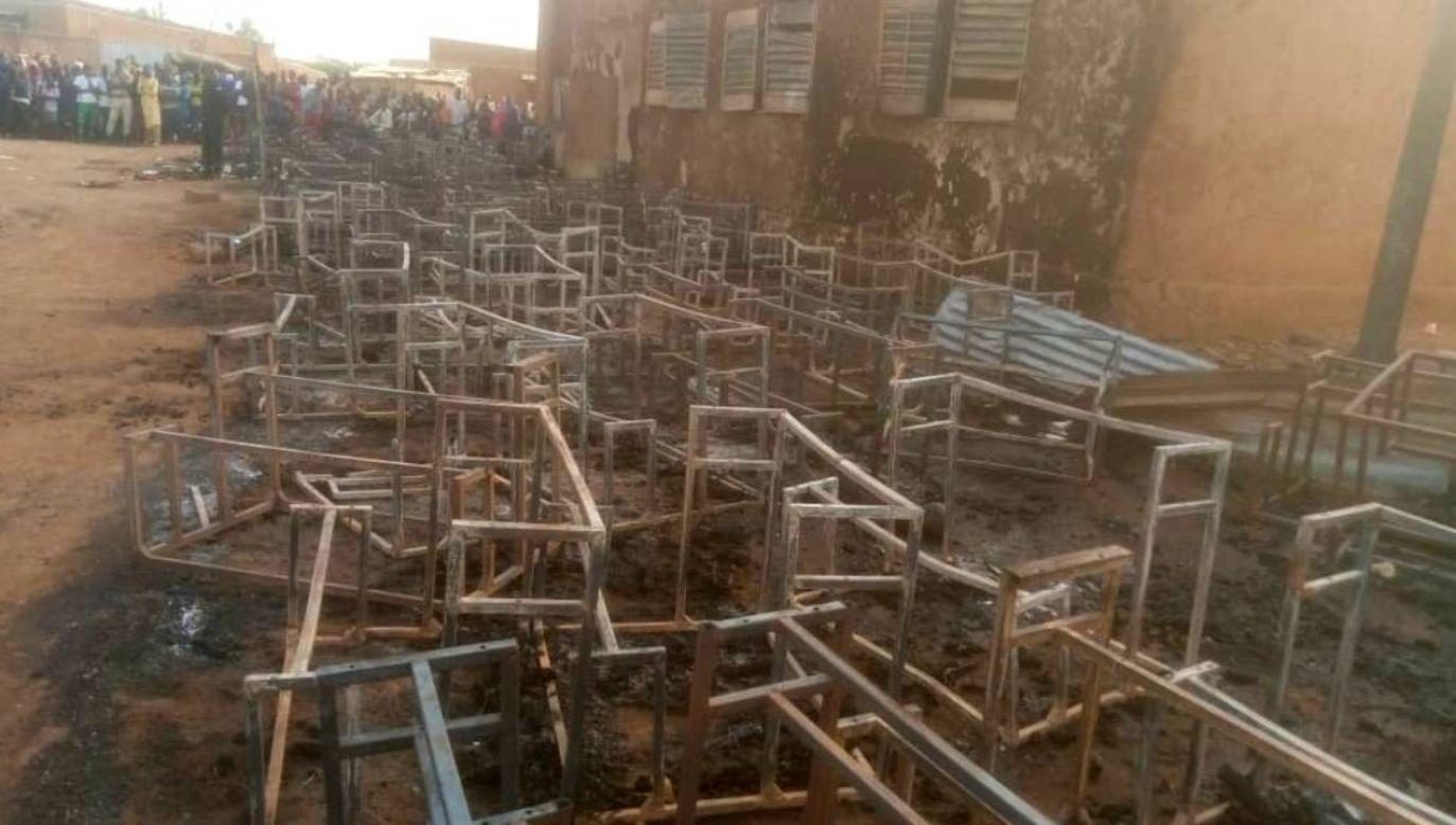 Szkoła nie spełniała wymagań przeciwpożarowych (fot. TT/Mounkaila Halidou)