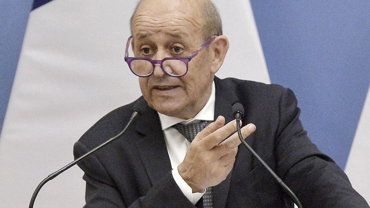 Szef francuskiej dyplomacji Jean-Yves Le Drian (fot. PAP/EPA/Lajos Soos)