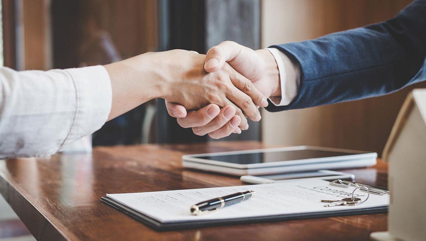 Z okresowego zawieszenia płatności rat kredytu korzystają na masową skalę zarówno osoby prywatne, jak i przedsiębiorcy (fot. Shutterstock/Freedomz)