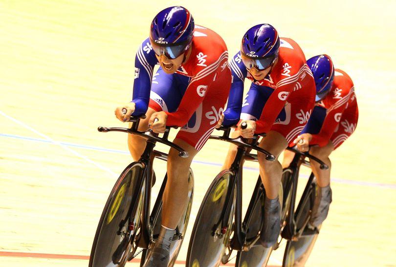 Danielle King, Laura Trott i Joanna Rowsell okazały się najlepsze w wyścigu drużynowym (fot. Getty Images)