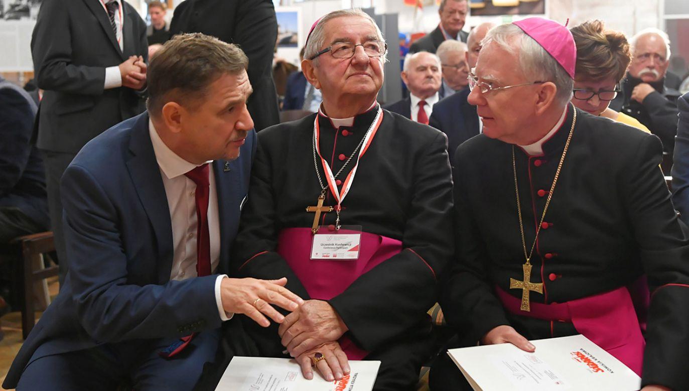 """Arcybiskup ocenił, że """"potrzebny jest ciągle wyraźny głos Kościoła"""" (fot. PAP/Adam Warżawa)"""