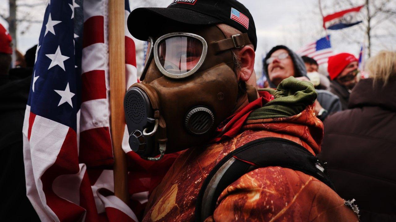 Zmarła piąta osoba w wyniku obrażeń odniesionych podczas starć w amerykańskim Kapitolu (fot.  Spencer Platt/Getty Images)