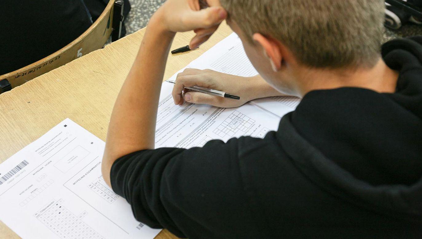 Egzamin ósmoklasisty ma być przeprowadzony od 21 do 23 kwietnia (fot.  PAP/Lech Muszyński)