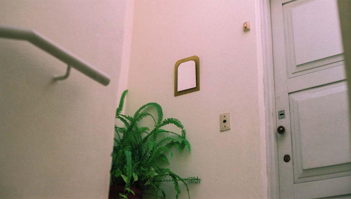 Ciało w mieszkaniu znaleźli policjanci (fot. Reuters)