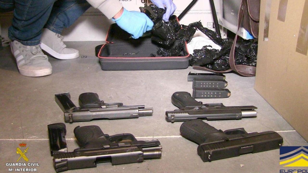 Broń znaleziona podczas akcji hiszpańskiej Gwardii Cywilnej (fot. europol)