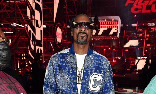 Dres na raperze Snoop Doggu nie dziwi, tym bardziej w Triller Fight Club: Jake Paul v Ben Askren na stadionie Mercedes-Benz. 17 kwietnia 2021 w Atlancie w stanie Georgia. Fot. Jeff Kravitz / Getty Images dla Triller