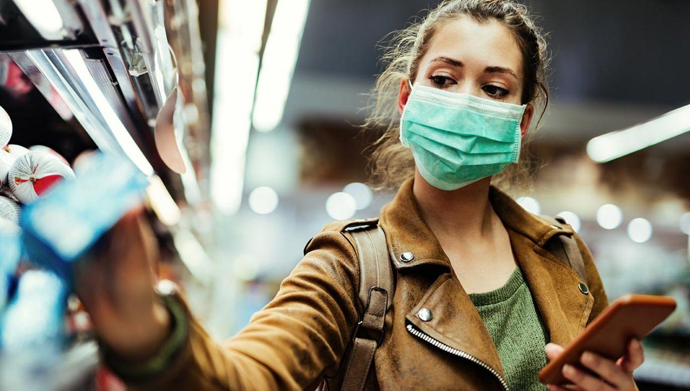 Ekspert o walce z pandemią (fot. Shatterstock/Drazen Zigic)