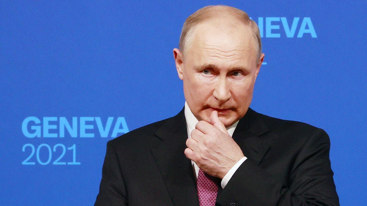 Władimir Putin twierdzi, że niewiele rozmawiał o Ukrainie z Joe Bidenem (fot. PAP/EPA/DENIS BALIBOUSE / POOL)