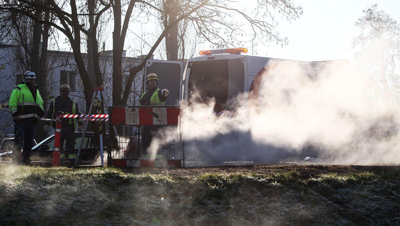 Awaria jest poważna, spada ciśnienie w sieci ciepłowniczej w całej Warszawie (fot. PAP/Mateusz Marek)