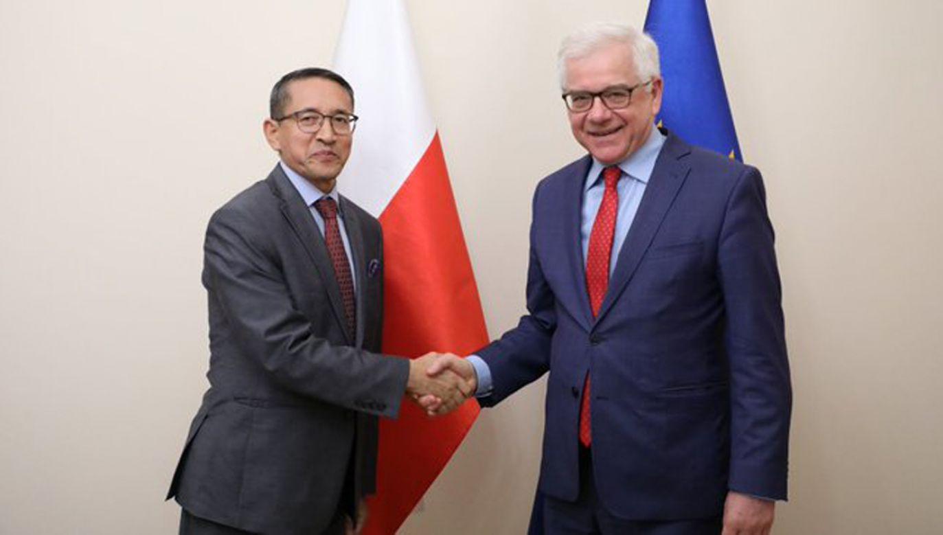 Minister Jacek Czaputowicz (P) przyjął ambasadora Republiki Indii Tsewanga Namgyala (L)  (fot. Twitter/MSZ)