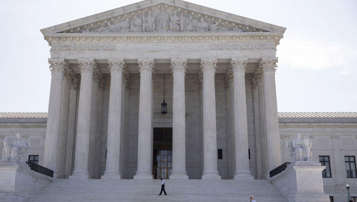 Sąd Najwyższy USA  rozpatrzy odwołanie prezydenta Donalda Trumpa ws. przekazania prokuraturze jego dokumentów finansowych  (fot. PAP/EPA/ERIK S. LESSER)