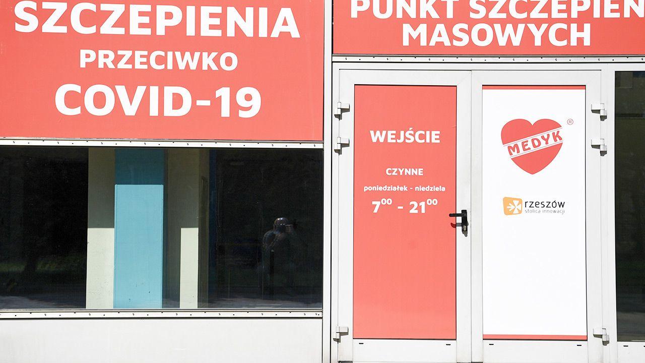 We wtorek zapisywać się może rocznik 1963 (fot. PAP/Darek Delmanowicz)