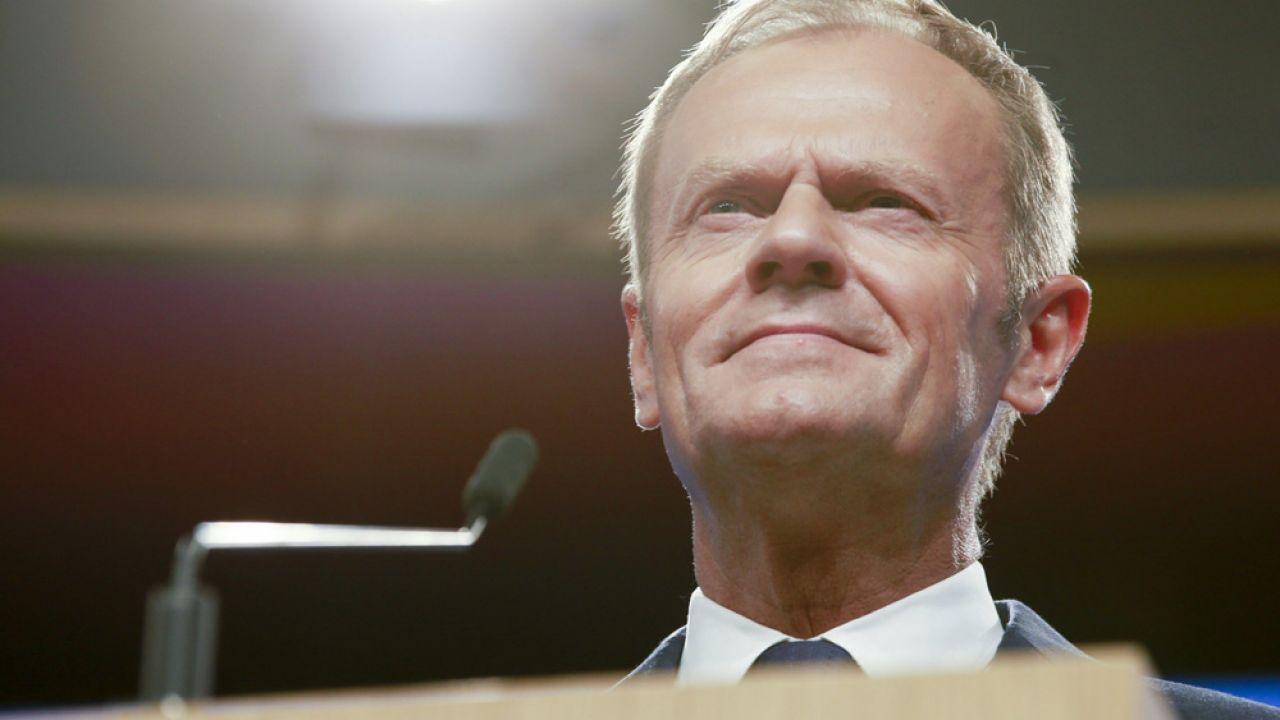 Przewodniczący Tusk zadeklarował, że podczas szczytu zapyta prezydneta Trumpa o stanowisko ws. przemytu migrantów (fot. PAP/EPA/OLIVIER HOSLET)