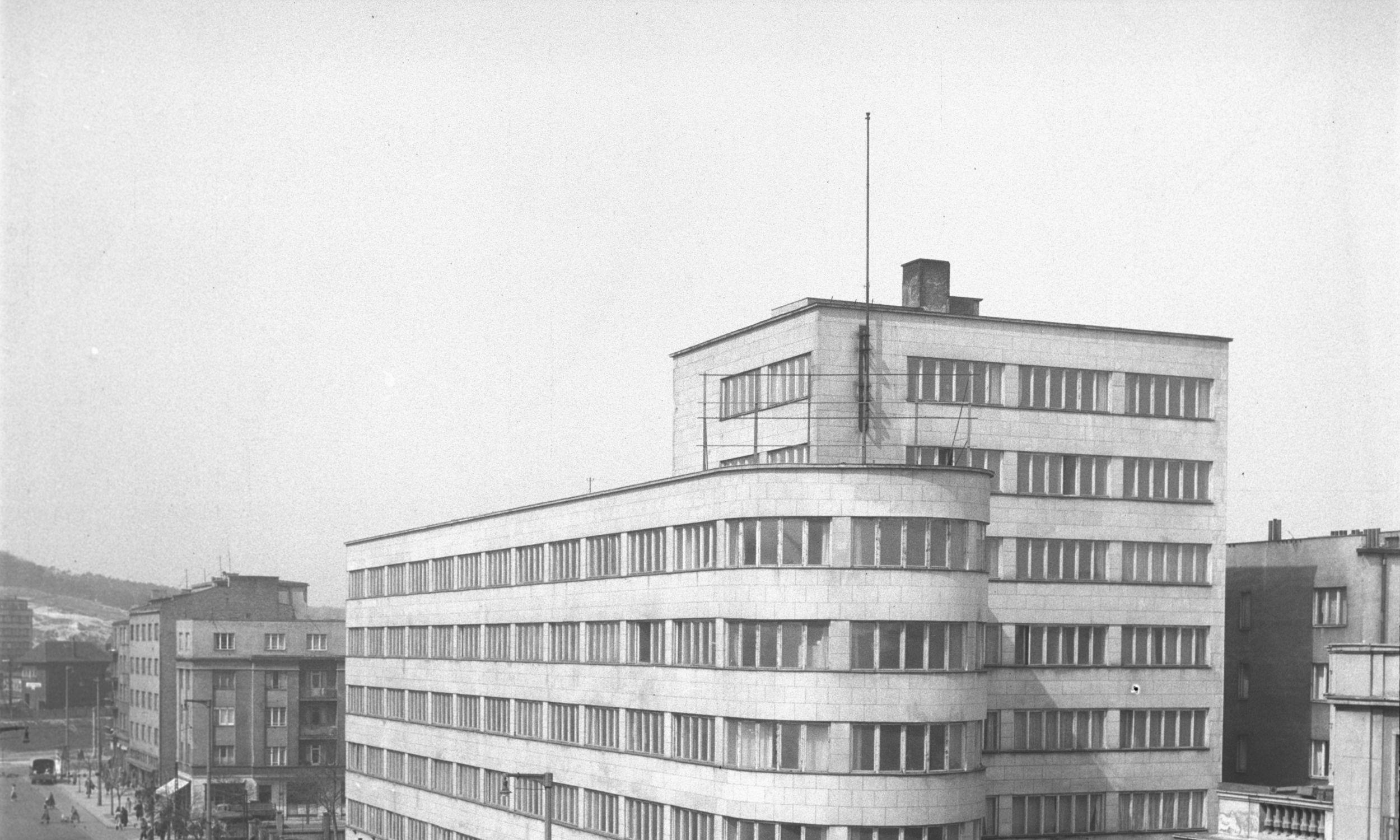 Siedziba Polskich Linii Oceanicznych w Gdyni przy ul. 10 Lutego 24 zaprojektowana przez Romana Piotrowskiego w latach 1935-36. Fot. PAP/Janusz Uklejewski