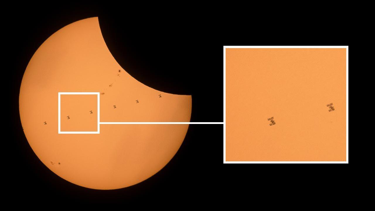 Zdjęcia ISS na tle zaćmienia Słońca (fot. Joel Kowsky/NASA via Getty Images)