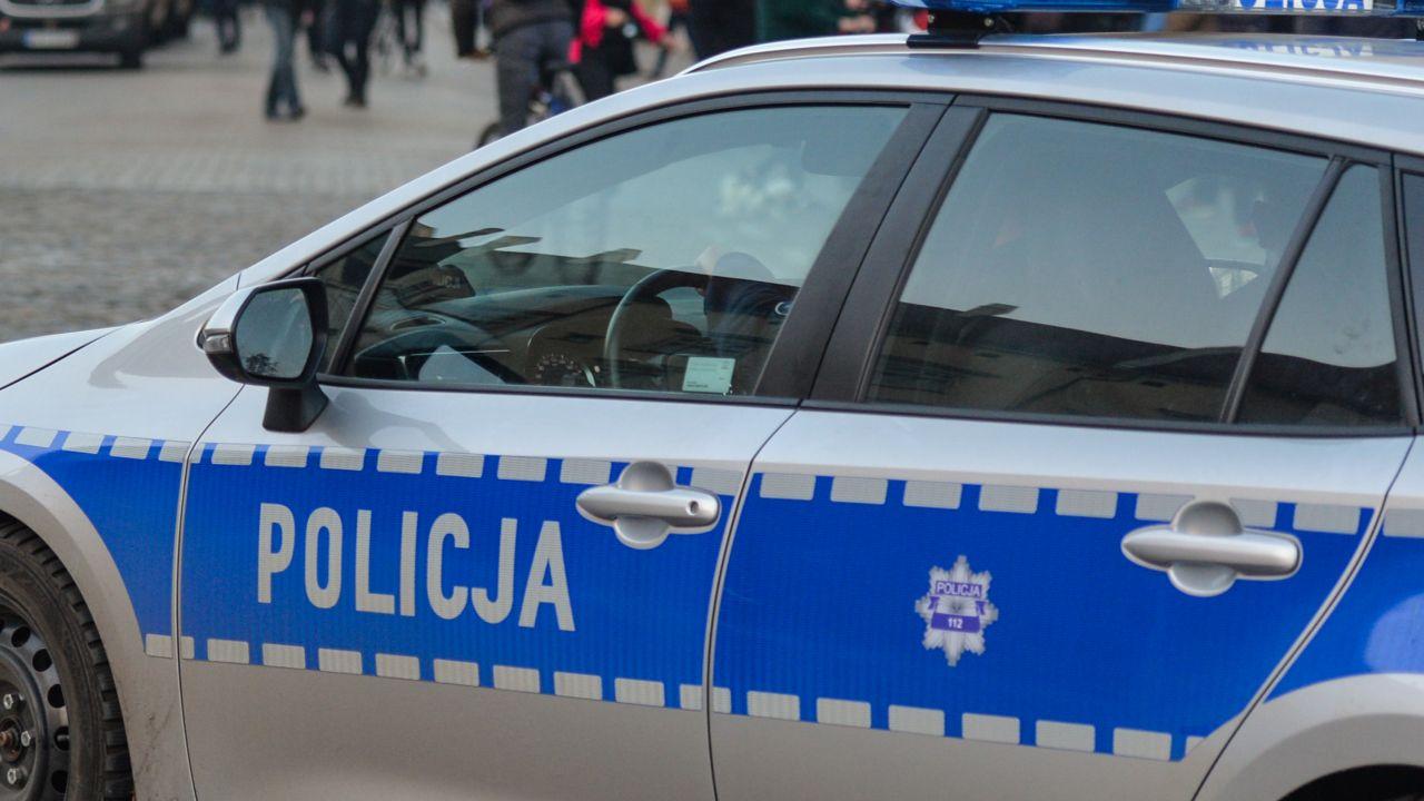 Koronawirus. Policja ostrzega przed fake newsem (fot. Artur Widak/NurPhoto via Getty Images)