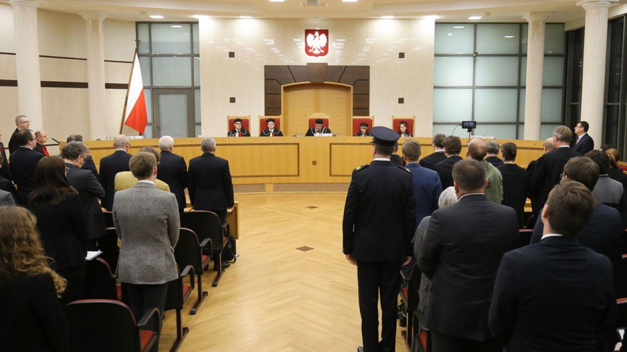 Ponad 40 proc. Polaków uważa, że podczas sporu o TK złamano konstytucję (fot. PAP/Paweł Supernak)