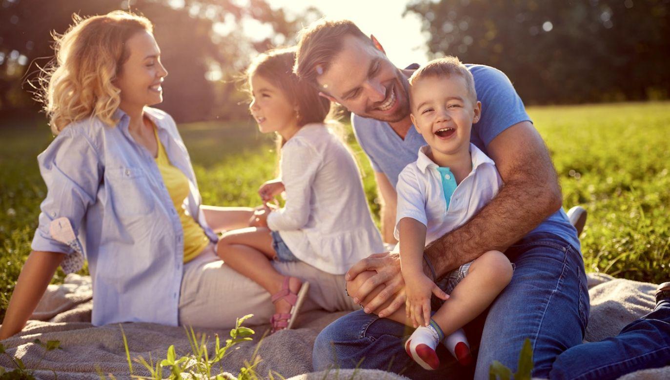 Rodzina nie tylko, że nie jest odpowiednio ceniona, to jeszcze nie chce się jej rozumieć – mówił hierarcha (fot. Shutterstock/ Lucky Business)