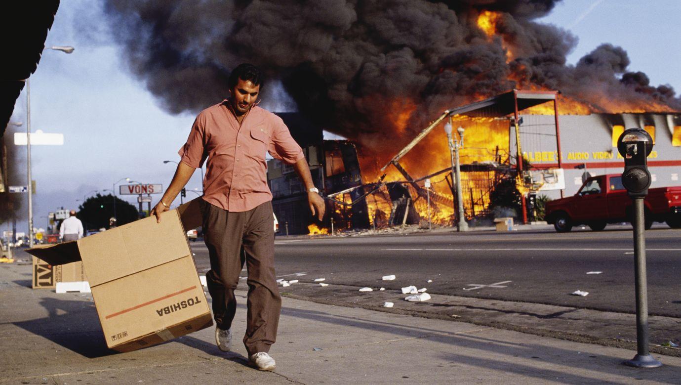 Zamieszki z 1992 rokuwspominane są jako jeden z najczarniejszych momentów w dziejach Los Angeles (fot. David Butow/Corbis via Getty Images)