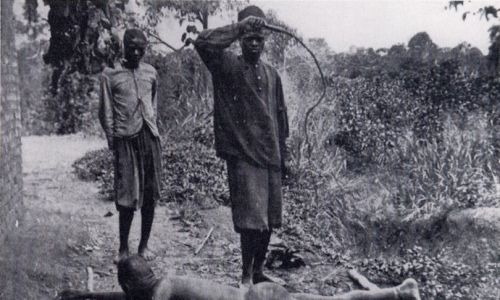 Dyscyplinę wśród miejscowych zaprowadzano za pomocą chicotte – bata z wysuszonej skóry hipopotama. Fot. Wikimedia