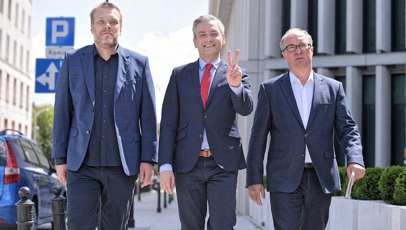 Liderzy lewicy (od lewej) Adrian Zandberg, Robert Biedroń, Włodzimierz Czarzasty (fot. PAP/Marcin Obara)