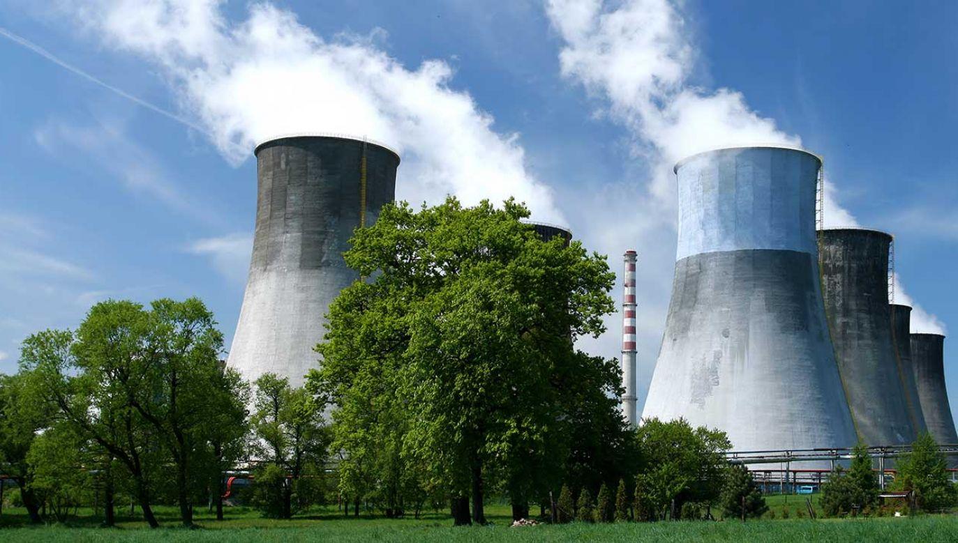 """Według Morawieckiego opozycja chce likwidacji energetyki opartej na węglu, co uważa za """"ogromne ryzyko dla przemysłu"""" (fot. Shutterstock/Krzysztof Slusarczyk)"""