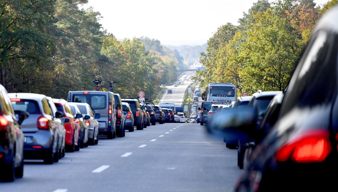 Nowelizacja ma poprawić bezpieczeństwo na drogach (fot. arch.PAP/Marcin Bielecki)