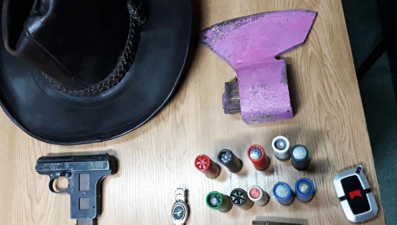 Podczas przeszukania posesji oraz domów, w których mieszkali nastolatkowie odnaleziono i zabezpieczono większość skradzionych przedmiotów (fot. Policja)