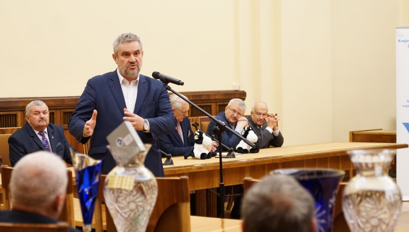 W ocenie ministra rolnictwa agroprzedsiębiorcy powinni wspierać lokalne inicjatywy (fot. TT/MRiRW_GOV_PL)